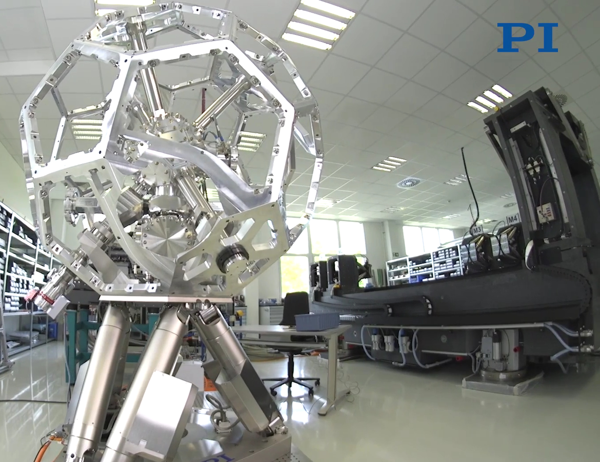 "The Kinematic Carrying Platform alongside the ""MiQA"" X-Ray Microscopy & Quality Assurance System (Image: PI miCos)"