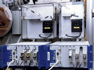 The actual system shown with the PiezoWalk controllers below the double monochromator (Image: ESRF, France)