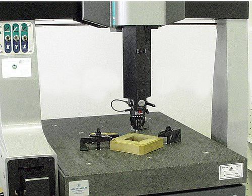 Body of a XY flexure positioning stage measured on a compact CMM (Image: PI)