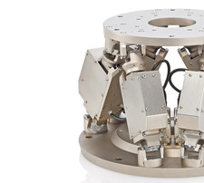 (left) Vacuum compatible hexapod 6-axis positioning system (Image PI)