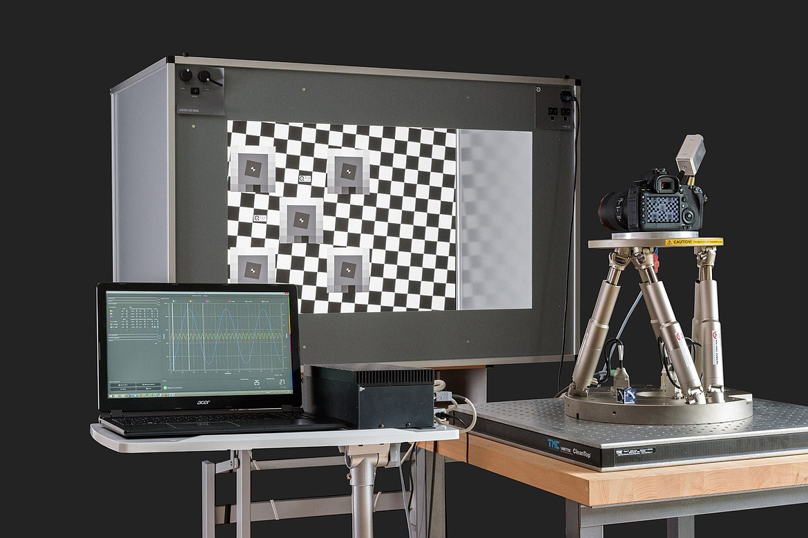 H-840 hexapod test setup for evaluating the 6-axis image stabilization capabilities in a camera: (Image: Image Engineering)
