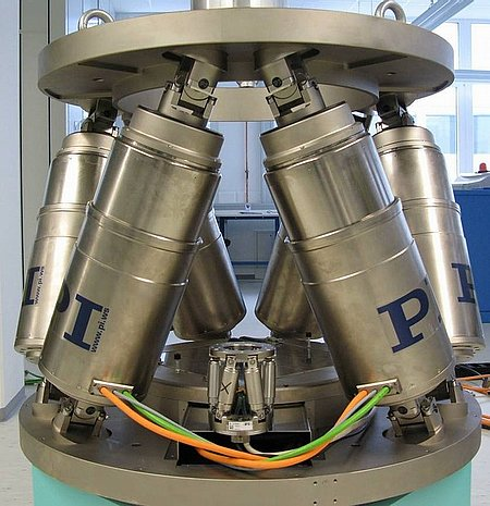 High Load Hexapod and Compact Hexapod (Image: PI)